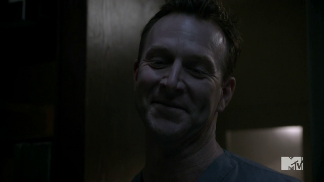 Datei:Teen Wolf Season 4 Episode 9 Perishable Brunski creepy.png