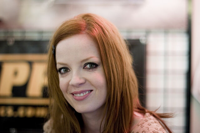 File:Shirley Manson Golden Apple Comics.jpg