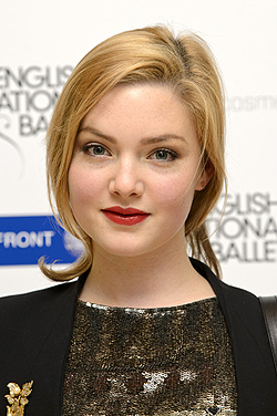 File:Holliday Grainger 2012-12-13 250px.png