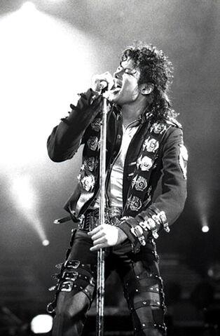 File:Michael Jackson in 1988.jpg