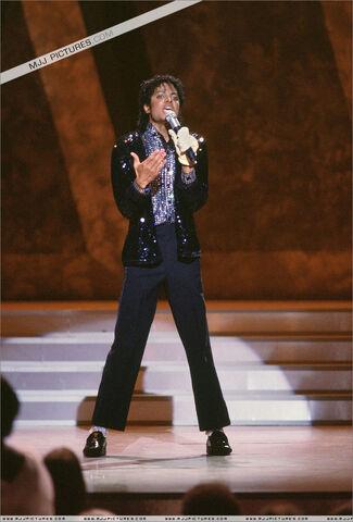 File:Motown-25-Yesterday-Today-Forever-michael-jackson-7198744-813-1200.jpg