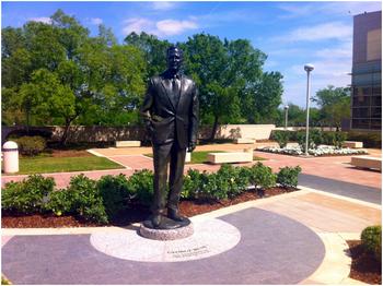 George HW Bush Statue.png