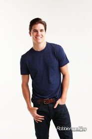 Robbie Amell 120