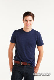 Robbie Amell 103