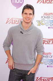 Robbie Amell 163