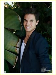 Robbie Amell 154