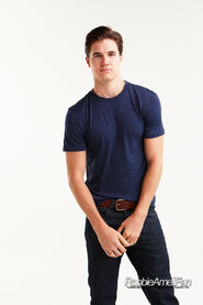 Robbie Amell 131
