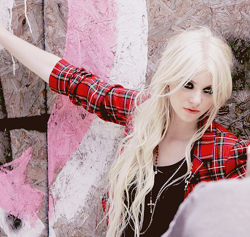 File:Taylor-Momsen-the-pretty-reckless-29501689-500-474.png