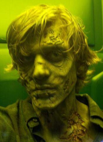File:Walker Make-Up Clyde.jpg