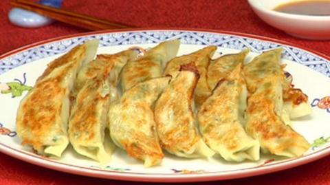 How to Make Yaki Gyoza (Fried Dumplings) 焼き餃子の作り方