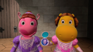 The Backyardigans - Break 15 Uniqua and Tasha