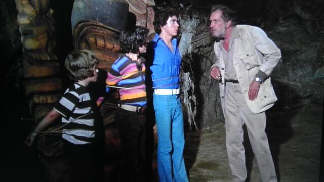 File:Vincent Price Dr. Whitehead Bobby Peter and Greg Brady.jpg