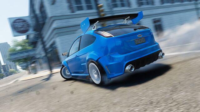 File:Ford Focus RS DRIFT.jpg