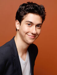 54ee8bf08fdbd - sev-17-questions-nat-wolff-004-s2