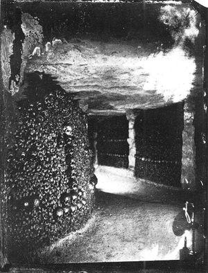 456px-Nadar - Catacombes de Paris - NPS 3