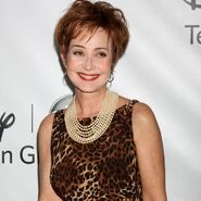 Annie-potts-arrives-at-the-abc-tca-party-winter-20... 0