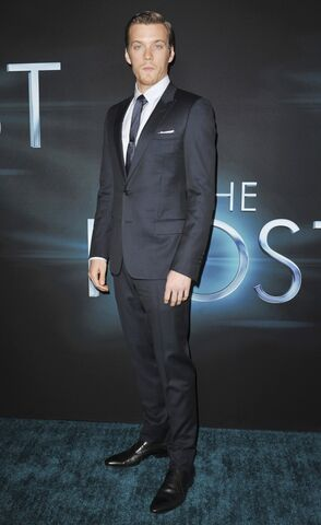 File:Jake-abel-premiere-the-host-02.jpg