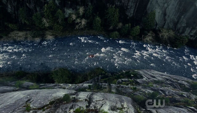 File:The-100 S4 episode 4-Octavia in the river.jpg