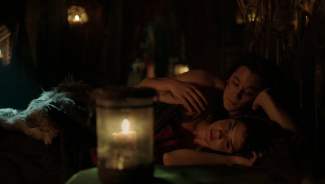 File:The 100 4x09 Octavia and Ilian in bed.png
