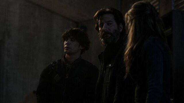 File:The100 S4 The Other Side Marcus Abby.jpg