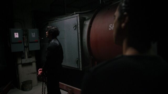 File:The100 S4 The Other Side Bellamy Murphy.jpg