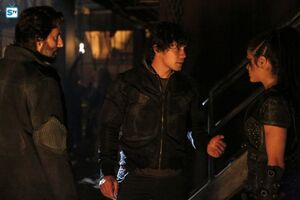 The 100 4x10 - Octavia, Bellamy & Kane