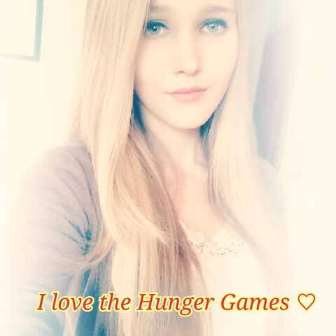File:Me I love The Hunger Games.jpg