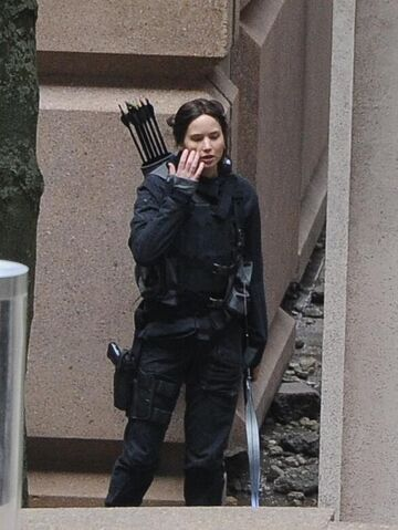 File:JLaw on set 4.jpeg