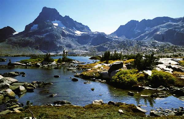 File:Banner peak and thousand island lake.jpg