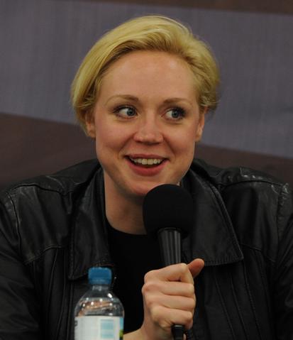 File:Gwendoline Christie en London Film & ComicCon, 2012.png