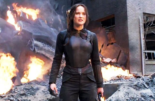 File:Jennifer-lawerance-katniss-mockingjay district 8.jpg