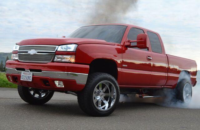 File:2004-chevy-silverado-2500-burnout.jpg