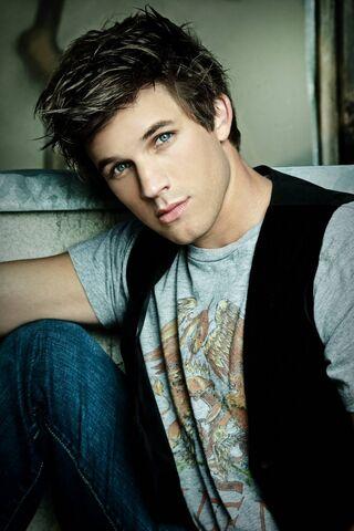 File:90210-blue-eyes-gorgeous-hair-hot-Favim.com-450511.jpg