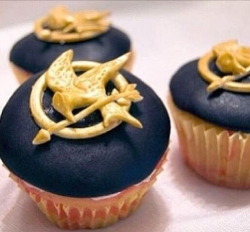 File:My Birthday Cupcakes.jpg
