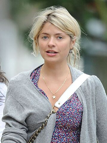 File:Holly-willoughby-no-make-up-1357312677-view-1.jpg