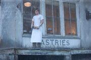 Peeta the boy with the bread