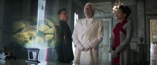 File:Mockingjay-Trailer-Moment-Antonius-and-Egeria-1024x422.jpg