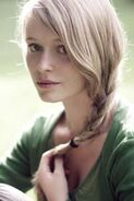 185px-Blonde-tumblr-girl-with-blue-eyes-braid-mjiqbnvr