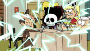 S2E16B Luan tricking Lucy with a hand buzzer