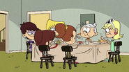 S1E26B Sisters and Lincoln eating