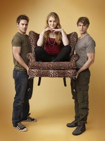 File:Ninelivesofchloeking cast 400 abcfamily andreweccles.jpg