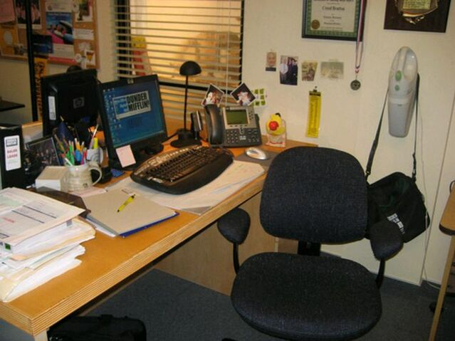 File:Creed'sDesk.jpg