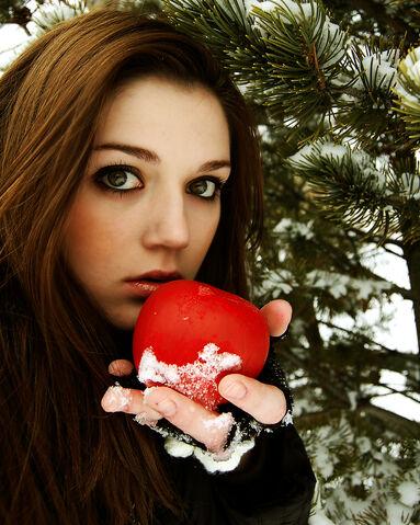 File:Snow White by SinfulEyes.jpg