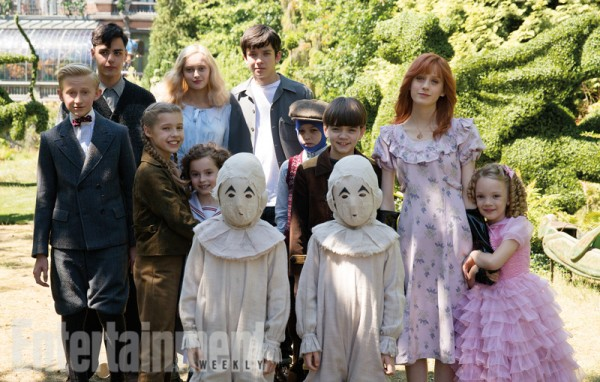 File:Miss-peregrines-home-for-peculiar-children-castEW2.jpg