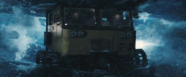 File:Snowcat falls into a crevasse - The Thing (2011).jpg