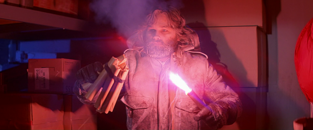 File:MacReady threatens Childs - The Thing (1982).png