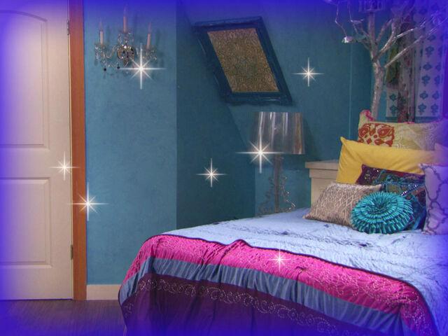 File:Phoebesbedroom2.jpg