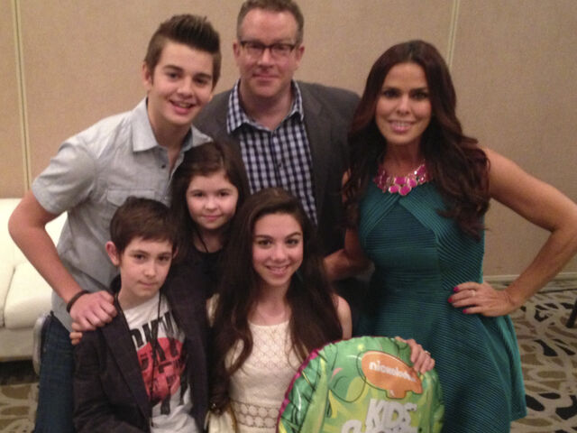 File:The-thundermans-cast-photo-group-shot-nickelodeon-nick-behind-the-scenes-bts.jpg