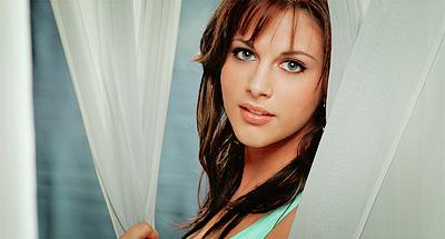 Adrianne León