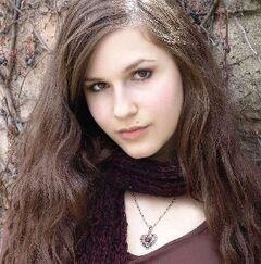 Erin Sanders 2